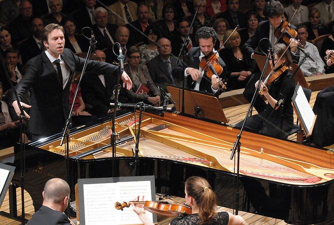 Leif Ove Andsnes play-directing; photo from PragueCulture blog